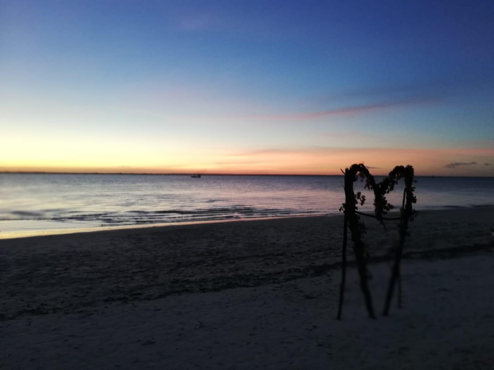 10 cose da fare a Zanzibar - tramonto in spiaggia