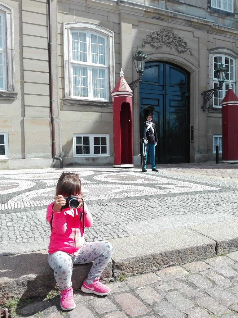 Viaggiare con bambini - Giulia versione fotoreporter a Copenaghen