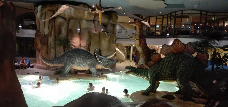Piscina con Dinosauri