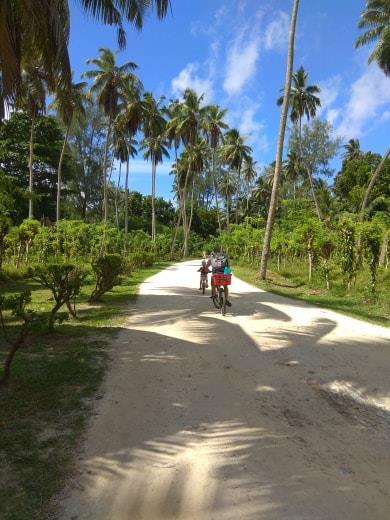 In bici a Praslin