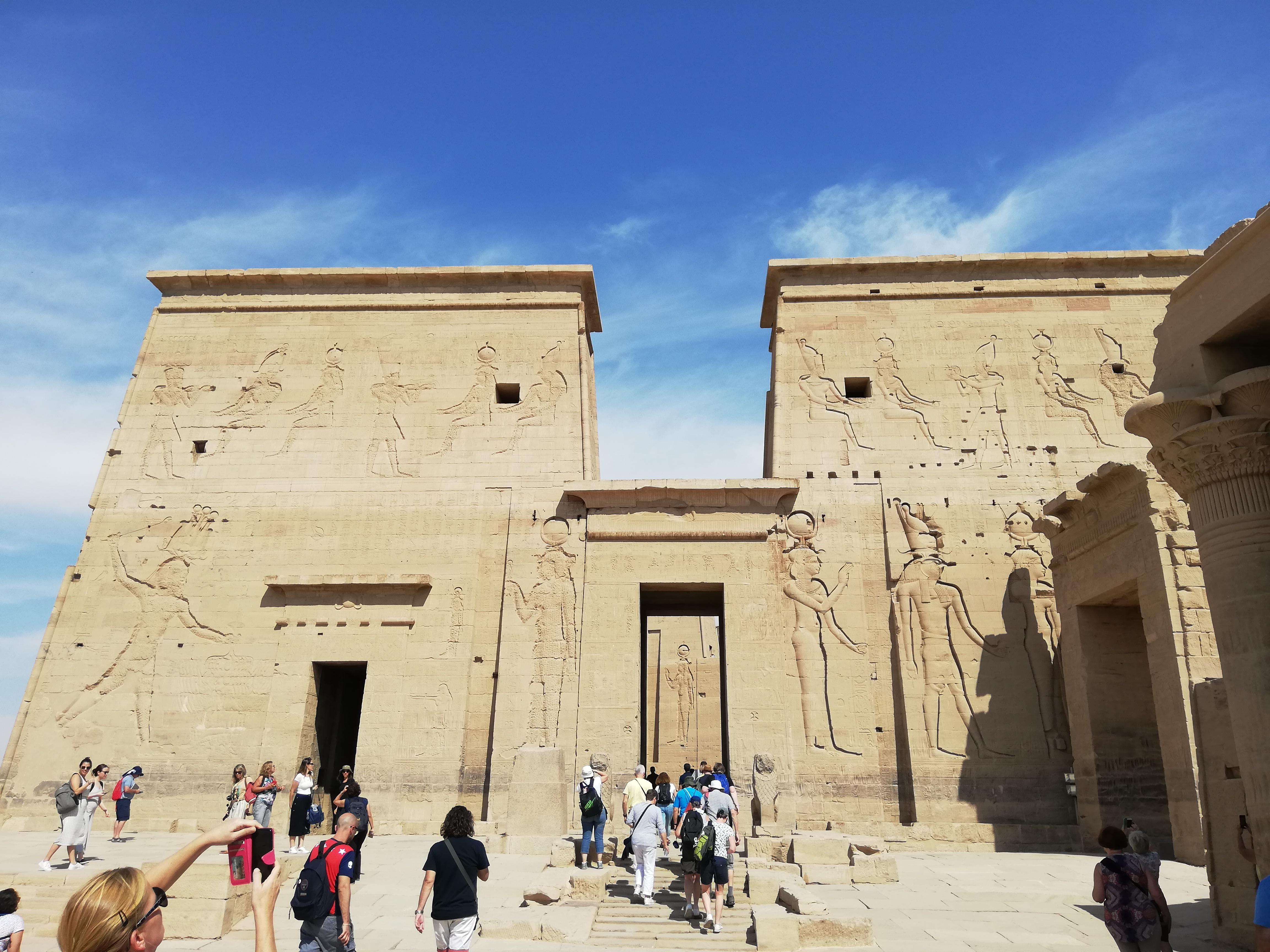 Al tempio di Filae con Piedini in Viaggio